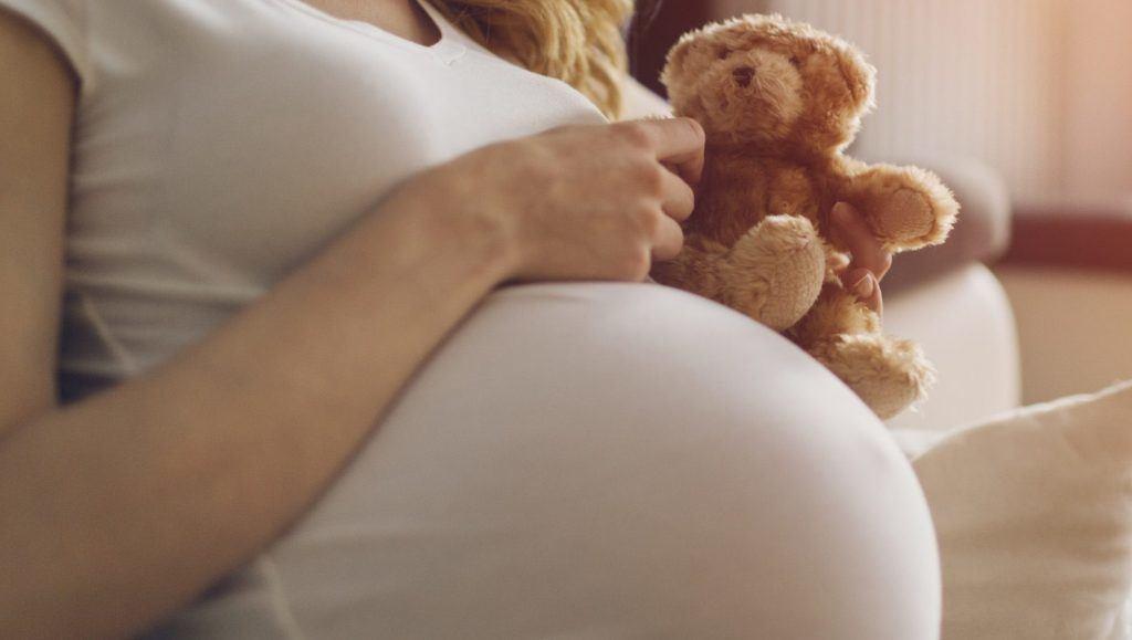 Uso del aceite ajedrea durante embarazo