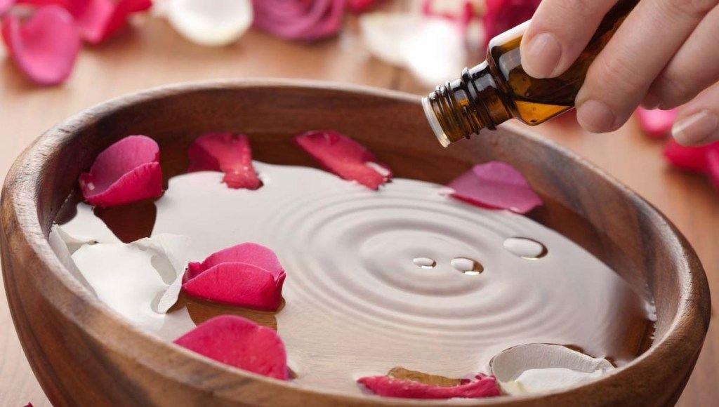 ¿Cómo se extrae el aceite esencial de rosa?