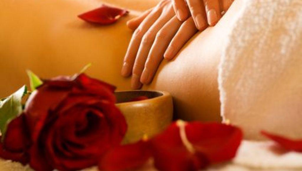 ¿Cómo se utiliza para los masajes el aceite esencial de rosa?