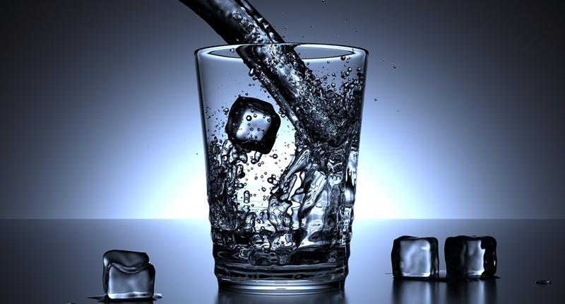 Beber agua hidrata el cuerpo