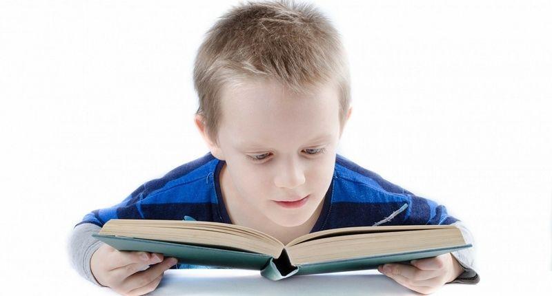 Los que padecen síndrome de asperger aprenden a leer solos usualmente