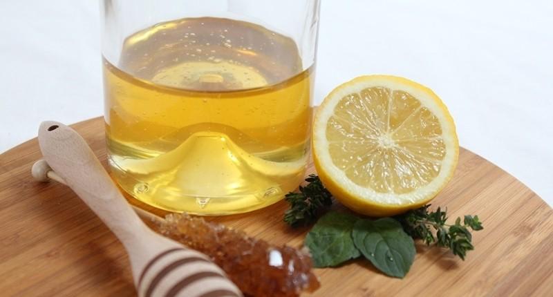 Exfoliante facial de miel y limón