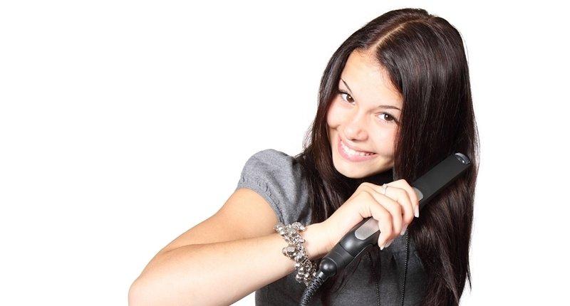 Peinarse el cabello con tónicos capilares
