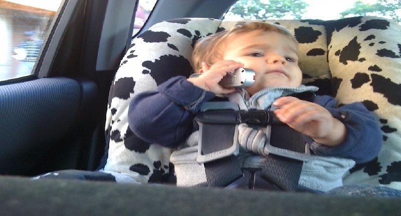 cuántos espejos retrovisores para bebés se deben tener en el auto