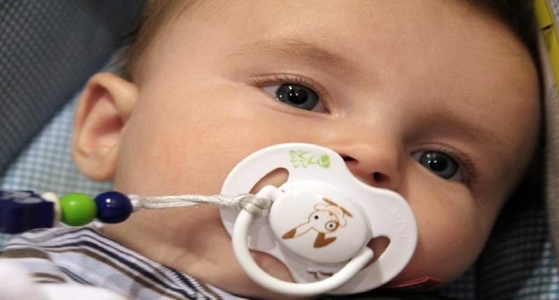 precauciones para usar los mordedores de bebé o mordedores refrigerantes