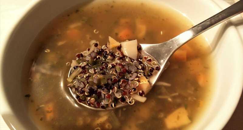 Sopa de quínoa negra