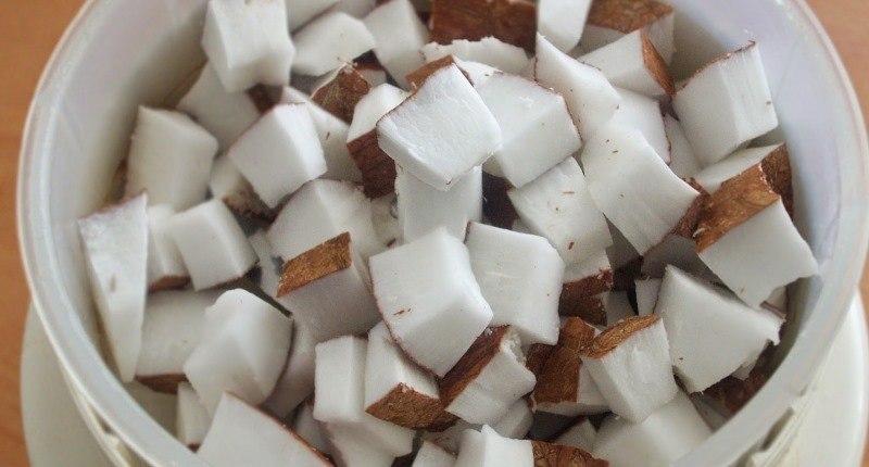como hacer harina de coco - añadir el liquido