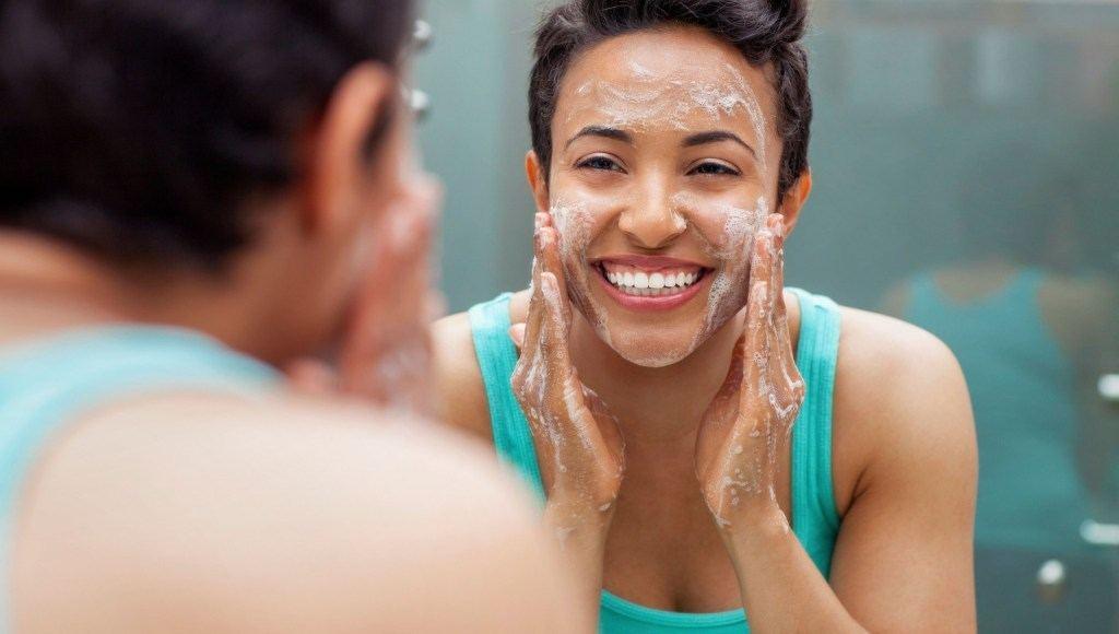Cuidados que deben seguirse para la piel acnéica