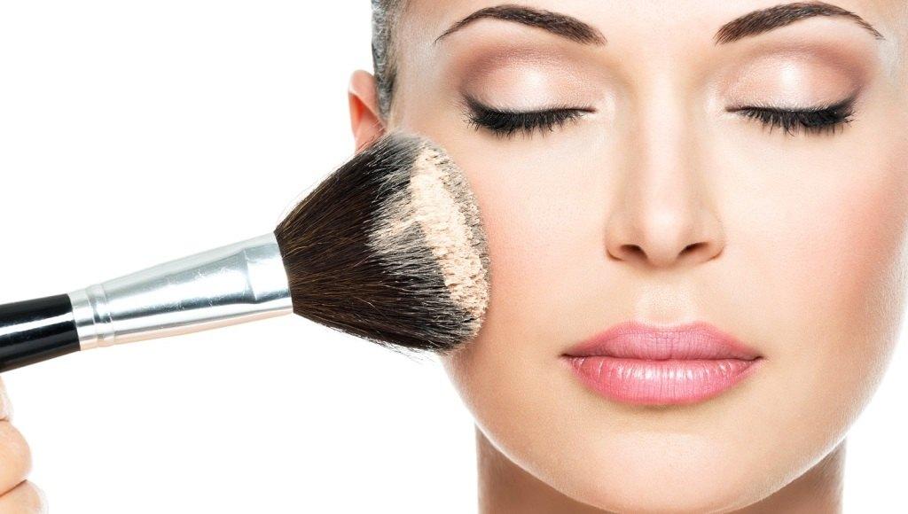 ¿Se puede usar maquillaje con piel acnéica?