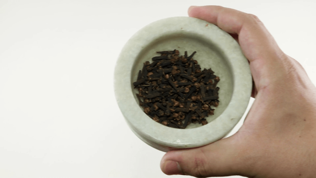 Extraer aceite clavo