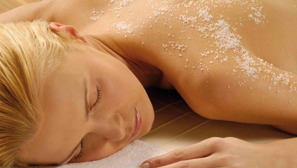 Exfoliantes caseros para eliminar el acné del pecho, hombros y espalda