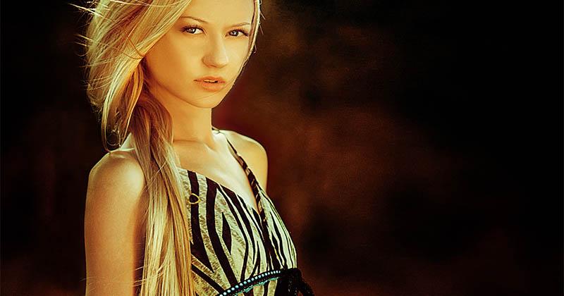 Mujer con luces en el pelo