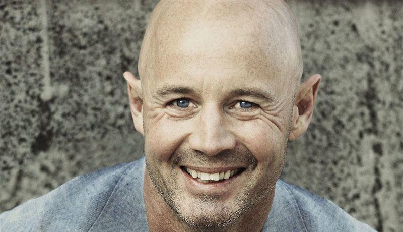 Hombre con alopecia androgénica