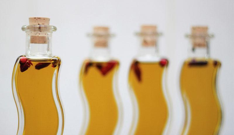Botellas raras con aceite de onagra