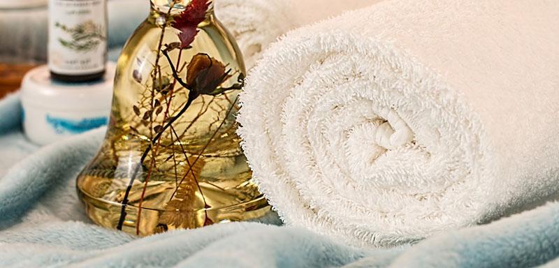 Masajes con aceite de onagra para mejorar la piel