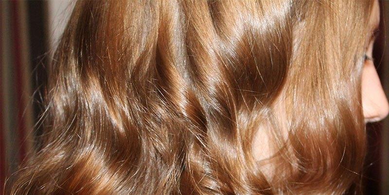 Baño de color menos seco y más brillo al cabello