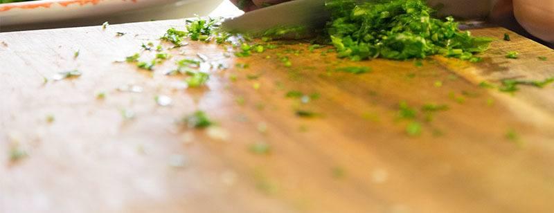 bicarbonato para quitar los olores de las tablas de cortar alimentos