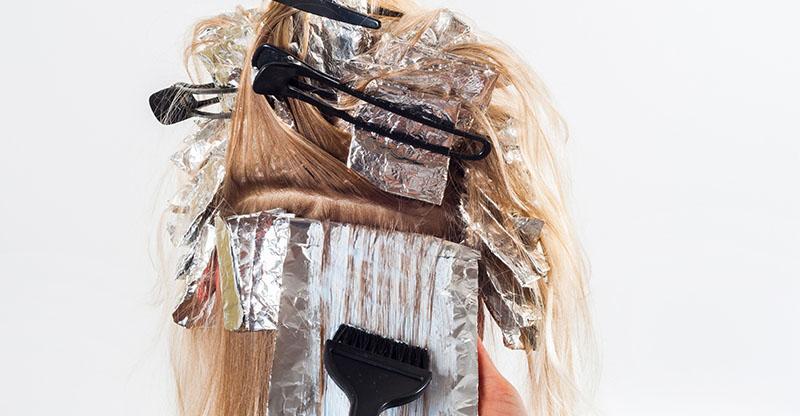 Proceso de realización de mechas y tintes en el cabello