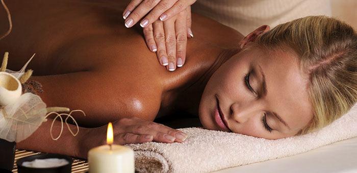 Masajes de aromaterapia con aceite de almendras