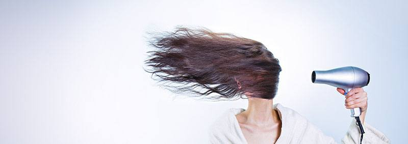 Cuidado con el secador para la hidratación del cabello