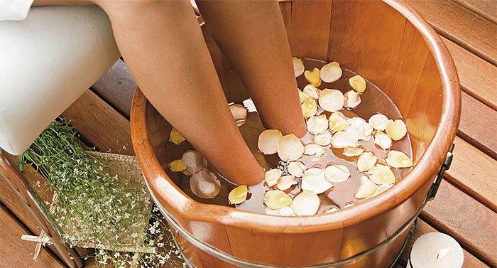 Pediluvio en aromaterapia con aceites esenciales