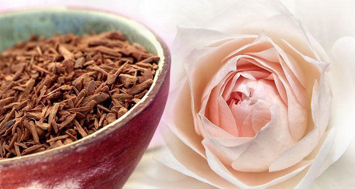 Sándalo y Agua de rosas para tratamientos naturales de acné