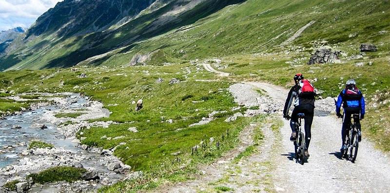 Ir en bici por la montaña es saludable