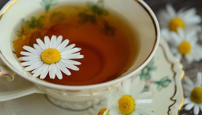 Tonico con té de manzanilla