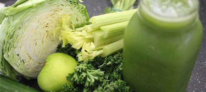 Usar verduras frescas en zumos verdes