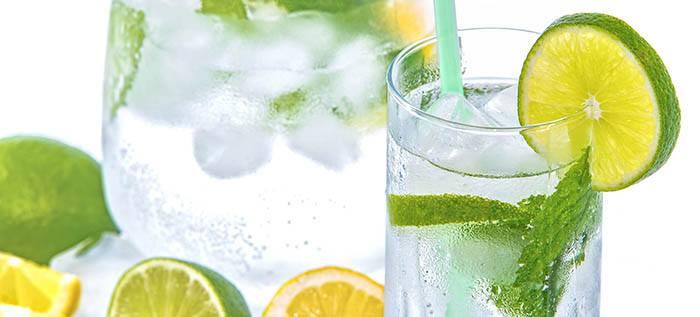Bebida con vitaminas y minerales para el pelo