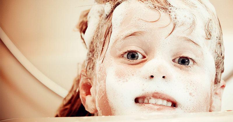 Tratamiento acné hormonal: limpieza facial con jabón