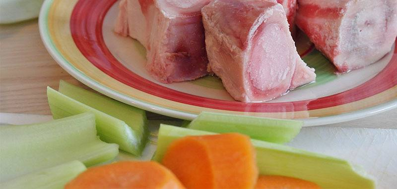 caldo con huesos para mejorar la digestión de la lactosa