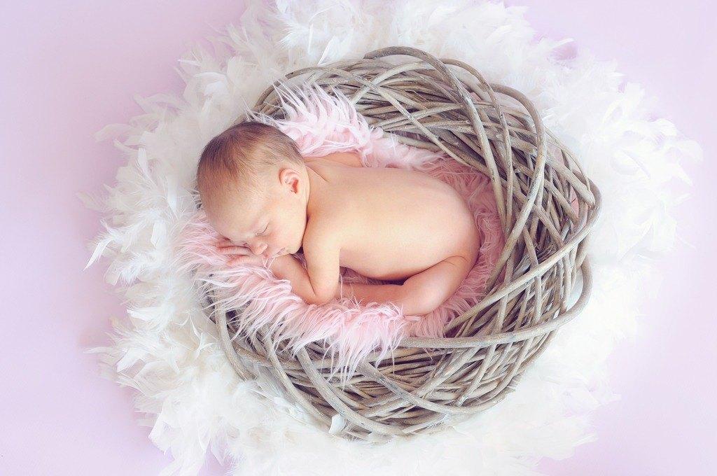 Bebé dormido con apnea