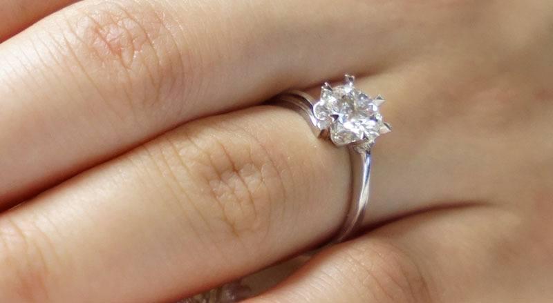 anillo de compromiso solitario