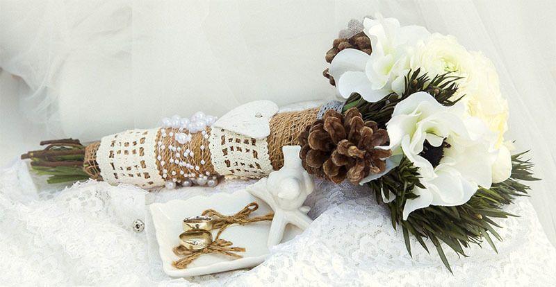 Ideas de boda: Ramo flores personalizado con algún recuerdo