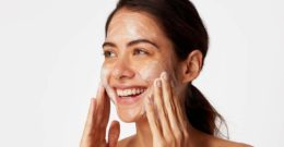 Por qué deberías hacer una doble limpieza facial