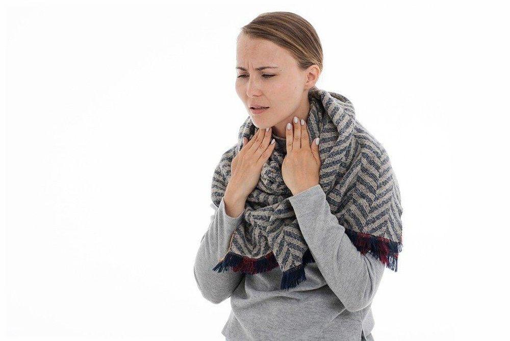 Chica con Dolor de Garganta
