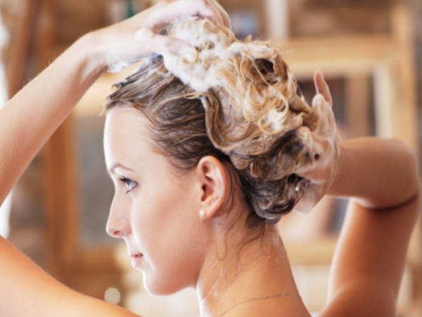 Lavarse el pelo con champú sin sulfatos